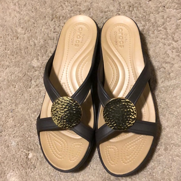 Brown Croc Wedge With Gold Medallion